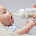 Lưu ý quan trọng khi nuôi con bằng sữa bột