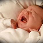 Nhìn tư thế trẻ sơ sinh ngủ đoán trí thông minh