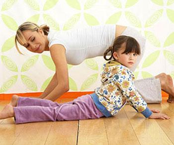 Những bức ảnh mẹ và bé tập yoga khiến hàng nghìn người yêu thích