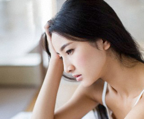 Em muốn gục ngã nhưng em sợ chồng  buồn