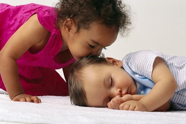 5 bí mật để trẻ phát triển khỏe mạnh vào mùa hè nắng nóng