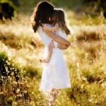 Nhật ký- Mẹ thương con chỉ biết ôm con vào lòng, con khóc, mẹ khóc