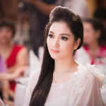 4 Hoa hậu Việt nổi tiếng lặng lẽ làm mẹ đơn thân