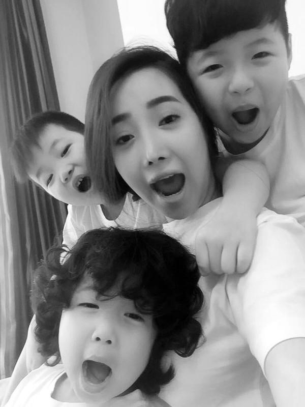 3 đứa con là tài sản quý giá nhất của Cún bông