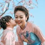 Bộ ảnh tràn ngập yêu thương của mẹ đơn thân và con gái