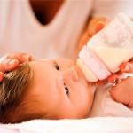 Những thắc mắc thường gặp khi nuôi con bằng sữa ngoài
