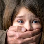 Con bạn có thể bị người lạ bắt cóc chỉ với một câu nói