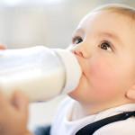 Trẻ sơ sinh nên uống sữa gì?