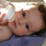 Dinh dưỡng cho bé: Uống nước thế nào là đủ?