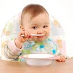 Chế độ dinh dưỡng cho trẻ sơ sinh mẹ cần biết