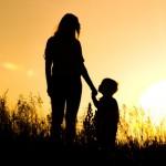 Mẹ chọn cực khổ và chọn có con bên đời.