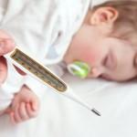 Những mẹo cực hay cho mẹ khi trẻ bị sốt
