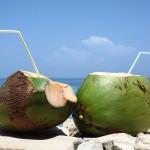 Mang thai tháng thứ 8 có nên uống nước dừa