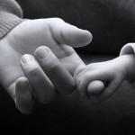 Cô gái què bị cưỡng bức, trở thành mẹ đơn thân bất đắc dĩ
