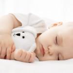 Phải làm sao khi trẻ sơ sinh ngủ ít và hay vặn mình?
