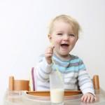 Sữa tươi và sữa bột, loại nào tốt hơn cho trẻ?