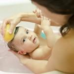 Mách mẹ cách gội đầu cho trẻ sơ sinh đúng chuẩn