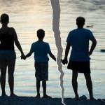 Làm gì để giúp con vượt qua cú sốc khi bố mẹ ly hôn