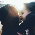 Khoảnh khắc mẹ đơn thân hạnh phúc bên con trai 2 tuổi