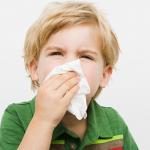 Bố mẹ nên làm gì khi trẻ bị chảy máu cam