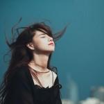 Phụ nữ mạnh mẽ không phải là che giấu cảm xúc của mình, mà là đối mặt với nó!