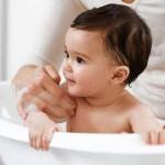 Lưu ý khi tắm cho trẻ sơ sinh vào mùa đông