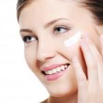Cách dưỡng trắng da: Sau sinh bao lâu thì có thể dùng kem dưỡng da?