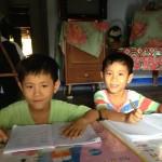 Hai cậu bé sinh đôi, niềm hy vọng của người mẹ đơn thân