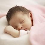 Cách chăm sóc trẻ sơ sinh mùa hè: 7 cách giúp trẻ thích ứng với thời tiết oi bức