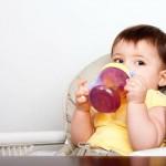 Độ tuổi thích hợp cho  trẻ uống nước ép trái cây