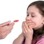 Sai lầm mẹ thường mắc phải khi cho trẻ uống thuốc