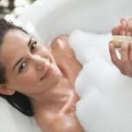 Sau khi sinh bao lâu thì mẹ được tắm gội?