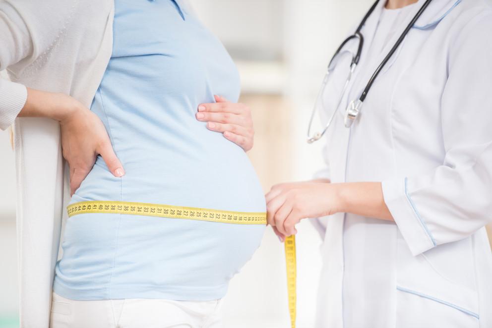 Cân nặng thai nhi trong tháng cuối và những điều mẹ cần biết