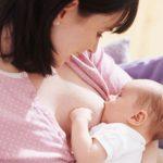 Ngay trong giờ đầu tiên sau khi sinh con, mẹ nên làm gì?