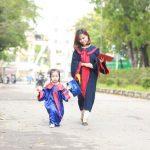 Nữ sinh Bách Khoa nhận bằng tốt nghiệp cùng con gái 3 tuổi: Làm mẹ đơn thân, sinh con xong 1 tuần đã lại đi làm