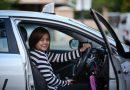 Mẹ đơn thân lái taxi từ 17h đến 5h mỗi ngày để nuôi con trai 3 tuổi