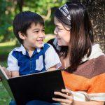Trò chuyện và đọc sách cùng con- Việc mà bố mẹ nên làm mỗi ngày