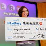 Mẹ đơn thân Mỹ trúng giải độc đắc gần 700 triệu của Powerball