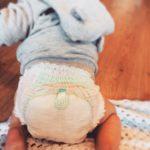 Trẻ sơ sinh dùng tã gì? bí kíp chọn tã cho bé