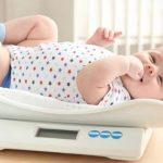 Giải đáp: Một tháng trẻ sơ sinh tăng bao nhiêu cân thì tốt?